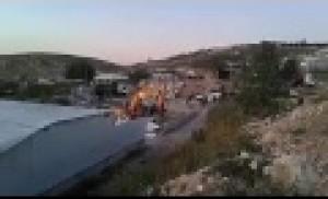 بالفيديو: الاحتلال يهدم بركسات ويجرف أرض مواطن مقدسي