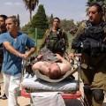 نقل أحد الجرحي الصهاينة للمستشفي