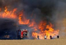 غلاف غزة يشتعل بفعل بالونات حارقة