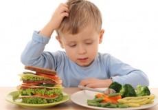 الأطفال يحتاجون إلى خمس وجبات يوميا