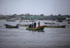 نقيب الصيادين الاحتلال يسلم معدات و قوارب صيد اليوم