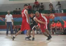 أبو رحال يحاول تجاوز لاعب الرياضي
