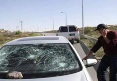 مستوطنون يعتدون على مركبات المواطنين شرق بيت لحم