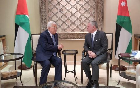 عباس يجتمع بعاهل الأردن عقب انتهاء زيارته لقطر