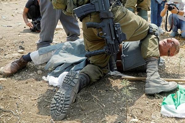 الاحتلال يقمع وقفة احتجاجية في طولكرم ويصيب العشرات